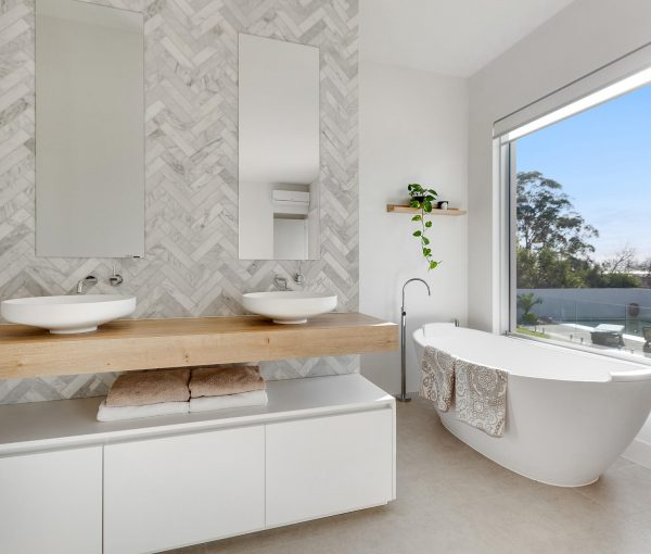 Bathroom in home for sale by Janice Dunn Real Estate Agency Frankston & Mount Eliza